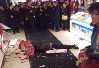 В Китае девушка-шопоголик довела бойфренда до самоубийства