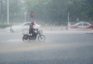 Более миллиона человек пострадали от наводнений в Южном Китае