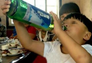 В Китае двухлетнего ребенка будут лечить от алкоголизма