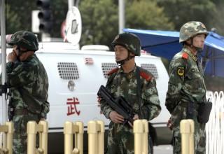 Пекинские школьники сдадут вступительные экзамены под дулом автоматов