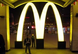 В Китае разгорелся скандал по поводу испорченного мяса в KFC и McDonald's