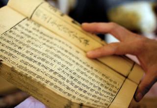 Китайский вор-домушник был пойман на месте преступления за чтением книги