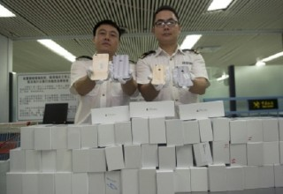 Китайский контрабандист пытался провезти в трусах восемь новых iPhone 6