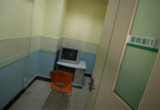 Китайский студент-медик умер от сердечного приступа в банке спермы