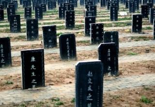 Китайские чиновники скупали трупы ради выполнения нормы по кремации