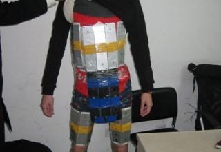 Китайский контрабандист примотал к телу изолетной 94 айфона