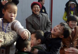67-летняя китаянка за свою жизнь усыновила 40 детей