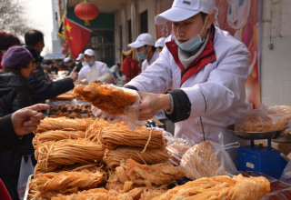 Пекинские мусульмане готовят праздничные угощения (ФОТО)