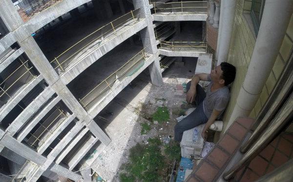 китаец спасается от полиции
