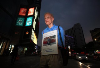 60-летний канадец ищет свою китайскую подружку на улицах Шэньчжэня