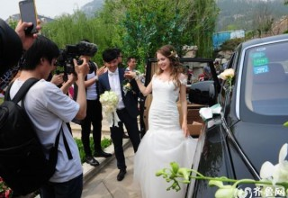 Китаец организовал роскошный свадебный кортеж для своей русской невесты (ФОТО)