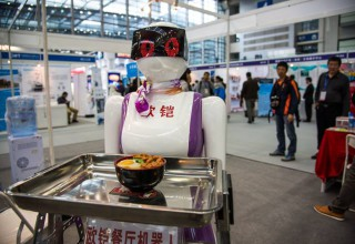 На выставке информационных технологий в Шэньчжэне примеряли виртуальную одежду (ВИДЕО)