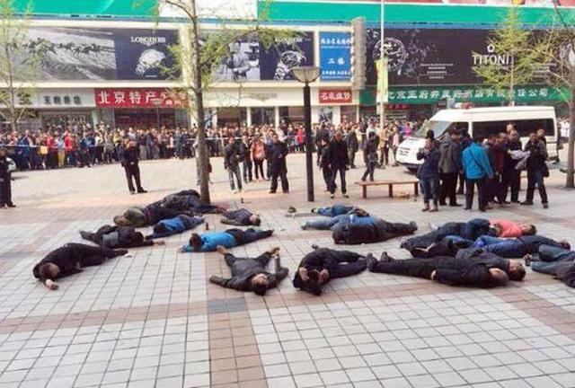 Акция протеста таксистов из провинции Хэйлунцзян в Пекине