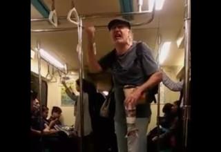 Иностранец «поливает грязью» пассажиров метро в Тайбэе (ВИДЕО)