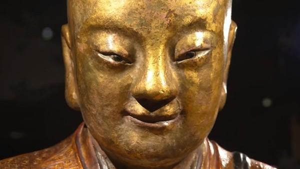 статуя будды монах внутри