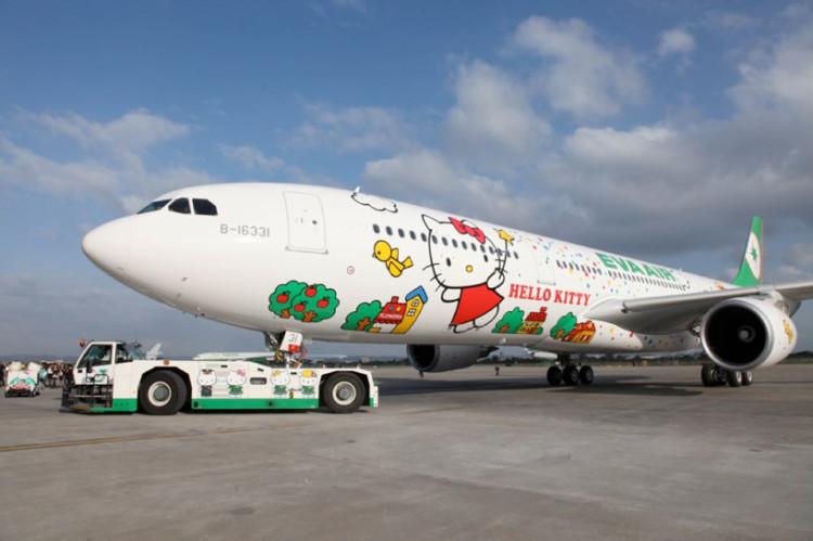 Самолет Eva Airline в стиле Hello Kitty