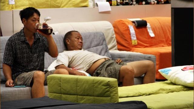 китайцы спят в Ikea