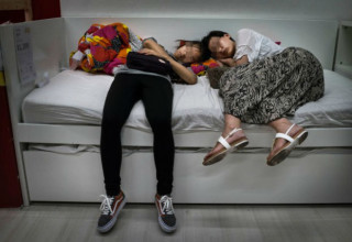 Магазины IKEA в Пекине ввели запрет на сон в торговых залах