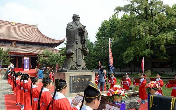 церемония поминовения Конфуция в Китае