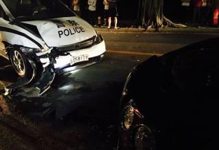В Китае полицейский убежал после столкновения его машины с Bentley