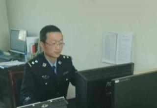 Китайские полицейские сломали два служебных компьютера в борьбе с порнографией
