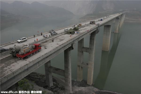 Строительные работы на мосту Байхуа, 1 мая 2009 год