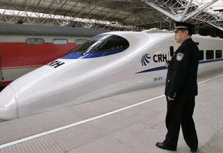 Пожилая китаянка перепутала скоростной поезд с метро и уехала на 300 км от дома