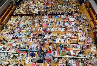 1000 китайских студентов ночует в спортзале из-за жары