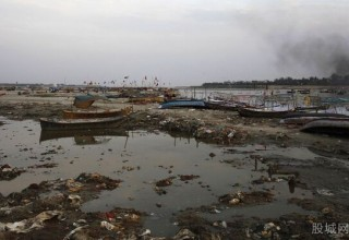 Китаец передумал топиться из-за сильного загрязнения реки