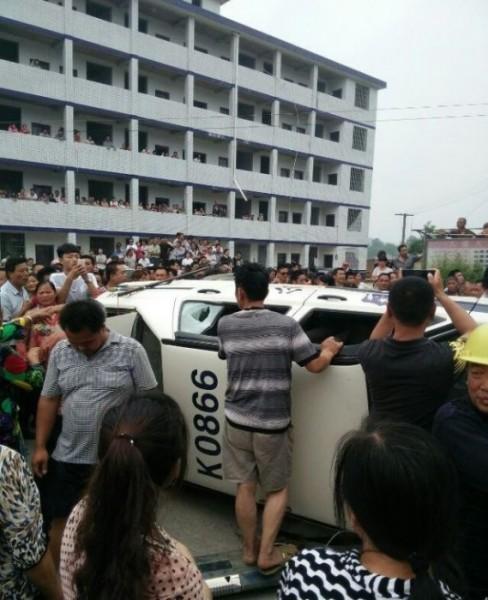 бунты в Китае из-за смерти женщины