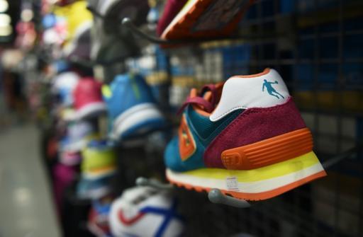 Обувь марки Qiaodan со спорным логотипом. Фото: AFP/Greg Baker