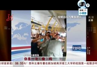 Китаянка побила вора-карманника в автобусе
