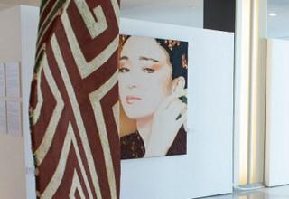 Портрет китайской актрисы Гун Ли выставили в штаб-квартире ООН в Нью-Йорке