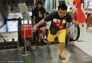 Трагедия на эскалаторе в китайском ТЦ вызвала сверхосторожность у жителей страны