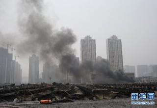 В Тяньцзине взорвались автомобили на стоянке рядом со сгоревшим складом