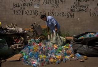 Кризис не за мусорной горой: китайские сборщики отходов возвращаются в родные провинции