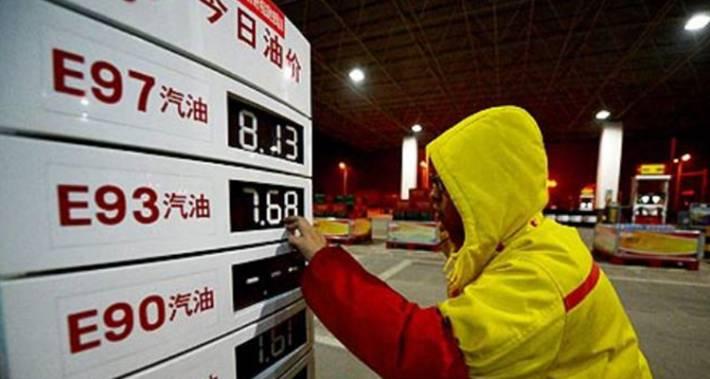 Китай снизит цены на топливо