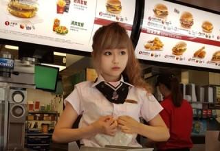 Тайваньская сотрудница сети фастфуда названа «Богиней Макдональдс»