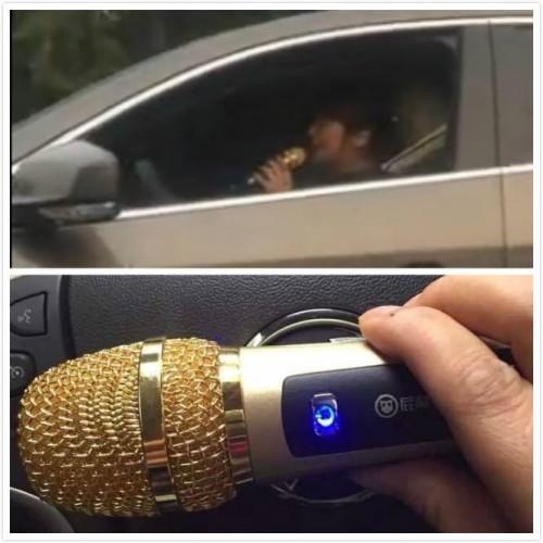 Внизу рекламное фото караоке-микрофона для смартфона, который использовала женщина в машине. Фото: CCTV News