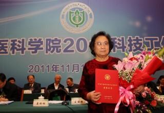 Нобелевскую премию по медицине впервые в истории получила гражданка КНР