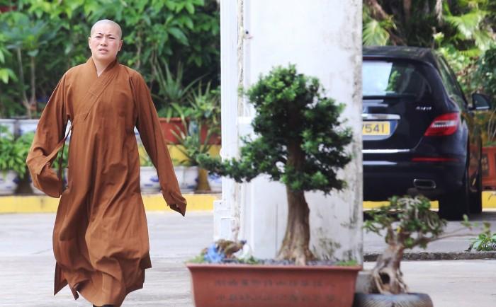 Буддистскую монахиню обвиняют в многомужестве и мошенничестве