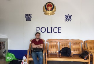 Деловая этика по-китайски: как бандиты заблокировали россиянина в полицейском участке