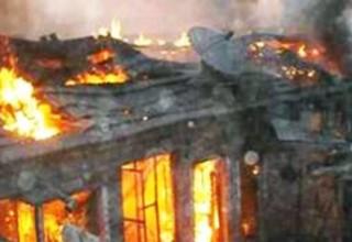 Пожарные в Китае не смогли потушить огонь на складах из-за замерзшей воды в шлангах