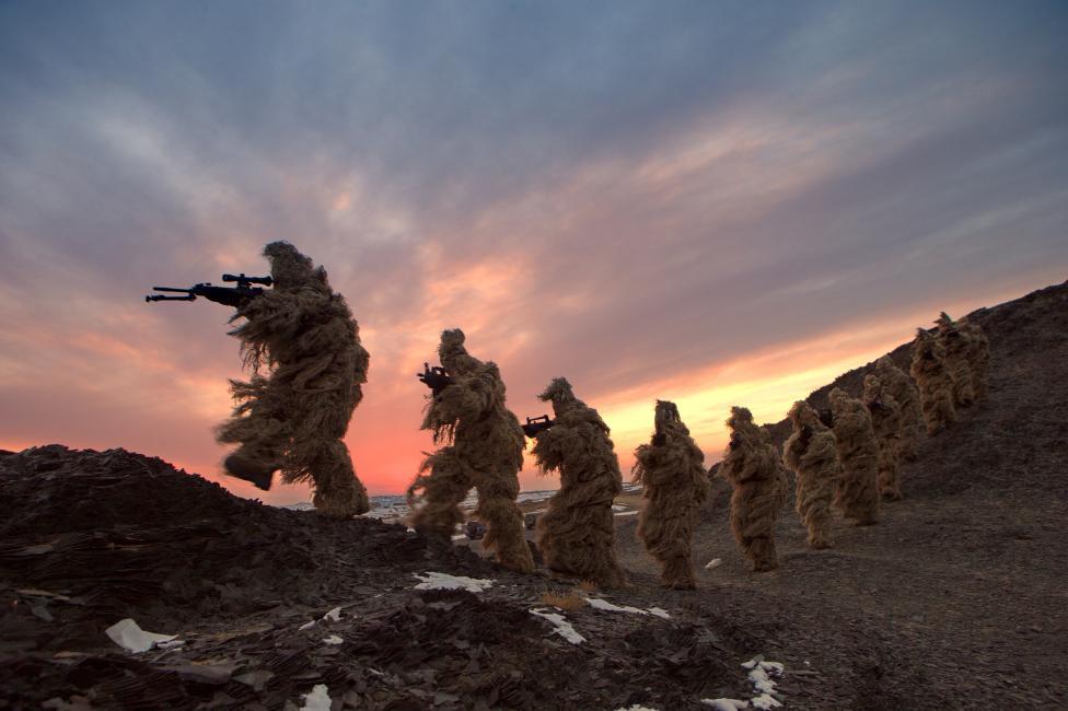 Китайская морская пехота во время учений на тренировочной базе в Баянгол-Монгольском автономном округе (СУАР).