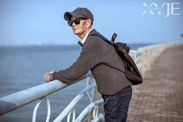Китайский старик-хипстер
