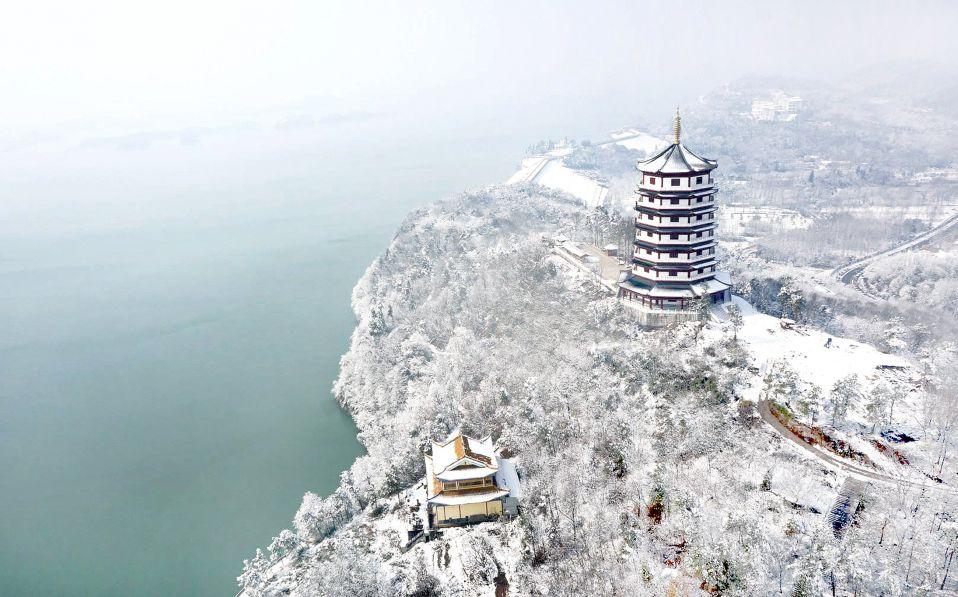 Озеро Ваньфо в уезде Шучэн, провинция Аньхой. Фото: ZHANG WEI/XINHUA/ZUMA PRESS