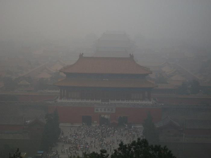 Главная достопримечательность Пекина, дворец Гугун в смоге.