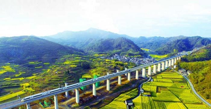 Китайский скоростной ж/д путь. Фото: en.people.cn