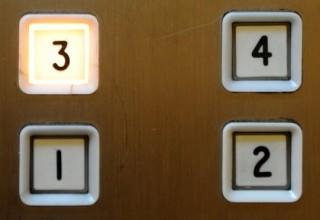 В Китае женщина умерла в обесточенном на месяц лифте