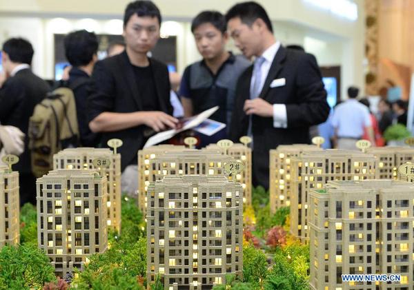 Посетители выставки Real Estate 2013 в Шанхае. Фото: Xinhua/Lai Xinlin